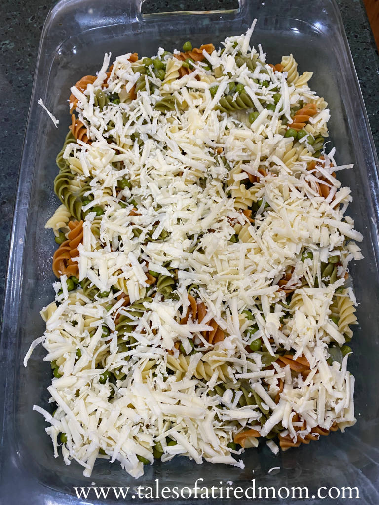 Easy Cheesy Pasta & Peas Casserole. Leftover recipe. Only 4 ingredients. Easy week night dinner idea. Cheap dinner for a crowd. Less than an hour recipe.